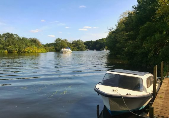 Norfolk Holiday Cottage with its own Mooring  and Boat for guests' use